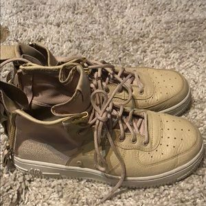 LIKE NEW RARE NIKE COLLECTIBLE SNEAKERS